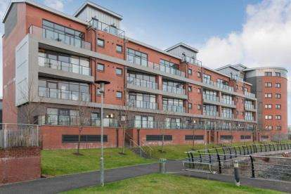 2 Bedrooms Flat for sale in Cardon Square, Renfrew, Renfrewshire