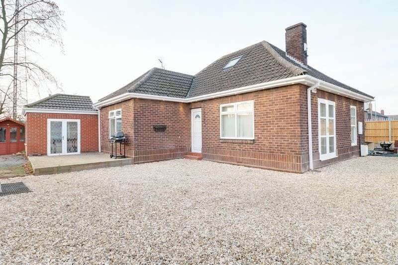 6 Bedrooms Detached Bungalow for sale in Kettering Road, Scunthorpe