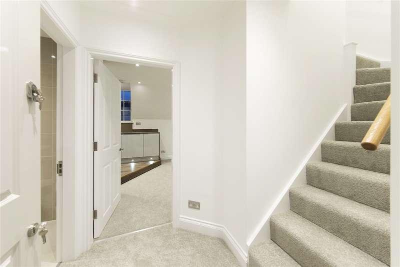 1 Bedroom Flat for sale in High Street, Weybridge, Surrey, KT13