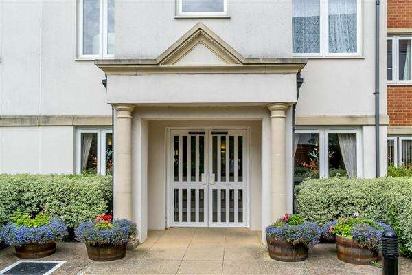2 Bedrooms Apartment Flat for sale in Darwin Court, Harold Road, Margate