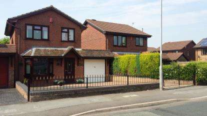 3 Bedrooms Link Detached House for sale in Ruxley Road, Stoke-On-Trent, Staffordshire