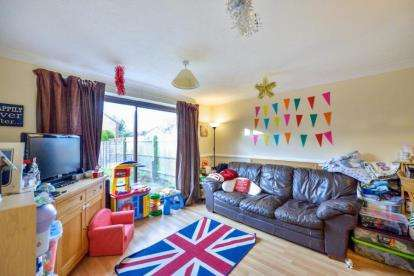 2 Bedrooms Terraced House for sale in Coverack Place, Tattenhoe, Milton Keynes
