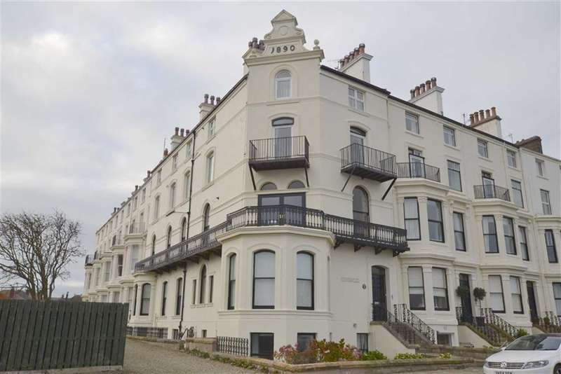 3 Bedrooms Property for sale in The Crescent, Filey, YO14