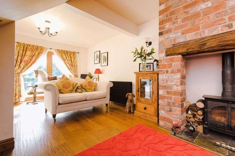 2 Bedrooms House for sale in Coppull Moor Lane, Coppull