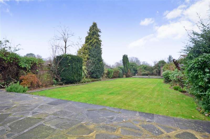 4 Bedrooms Detached House for sale in West Drive, Cheam, Surrey