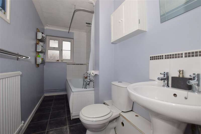 2 Bedrooms Flat for sale in Crouch Street, Basildon, Essex