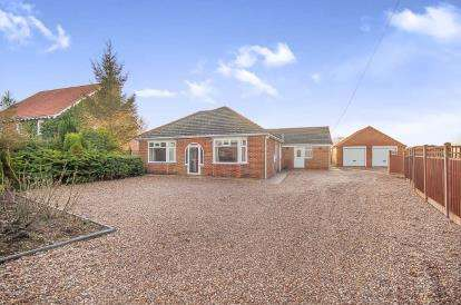 4 Bedrooms Bungalow for sale in Church End, Wrangle, Boston