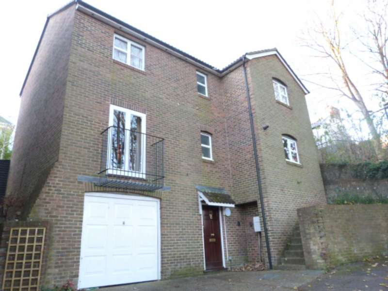 3 Bedrooms Detached House for sale in Paddock Lane, Lewes