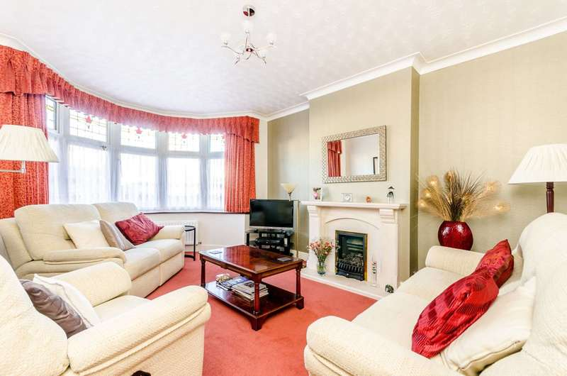 4 Bedrooms Semi Detached House for sale in Boleyn Gardens, West Wickham, BR4