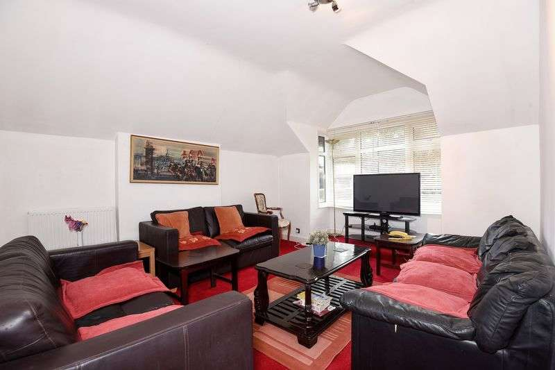3 Bedrooms Flat for sale in Northwood HA6 - Ideal Investment Opportunity