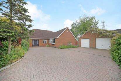 6 Bedrooms Detached House for sale in Hertford Road, Hoddesdon, Hertfordshire