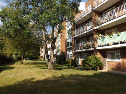 2 Bedrooms Flat for sale in Seychelle Court, 24 Foxgrove Road, Beckenham