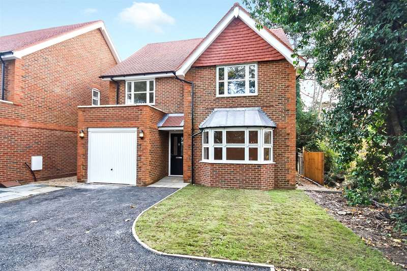 4 Bedrooms Detached House for sale in Pine Gardens, Horley, Surrey, RH6