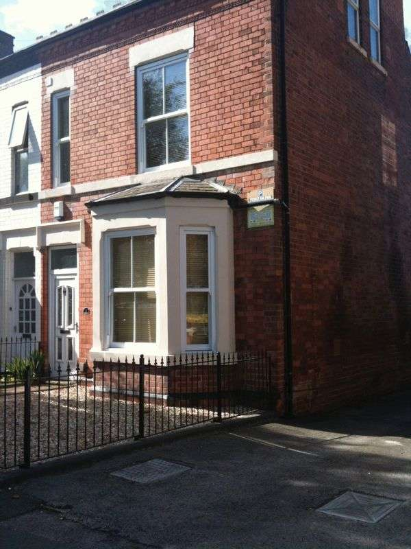 5 Bedrooms Semi Detached House for rent in Colwick Road, Nottingham