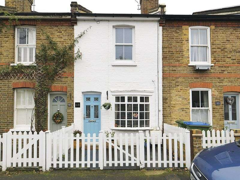 2 Bedrooms Terraced House for sale in Queens Road, Thames Ditton, KT7