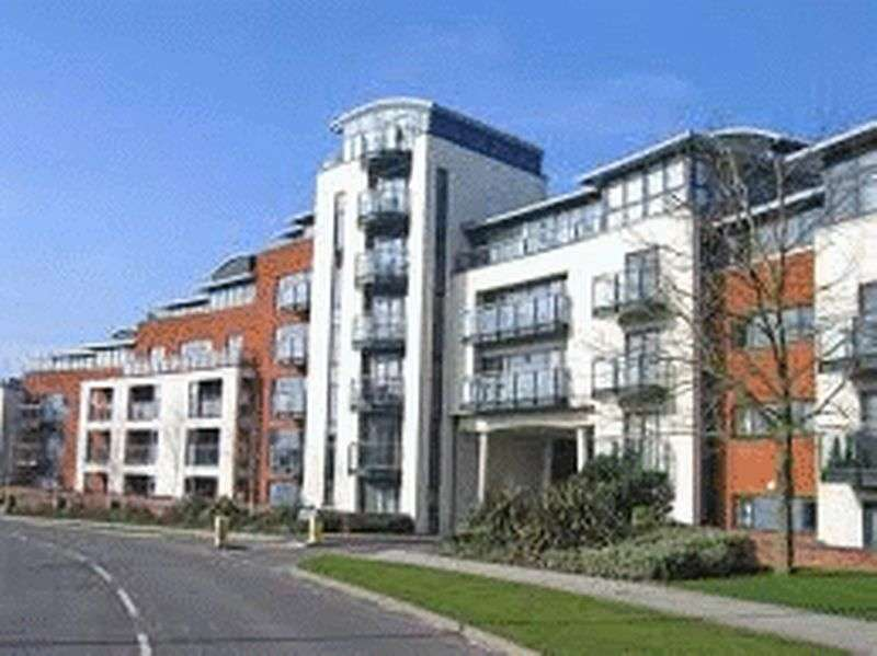 2 Bedrooms Flat for sale in Kings Gate, Horsham