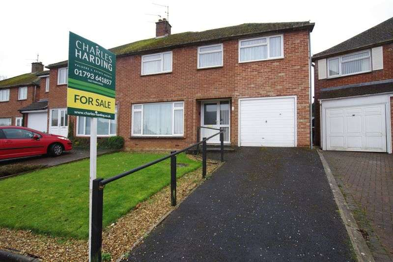 4 Bedrooms Semi Detached House for sale in Lawn