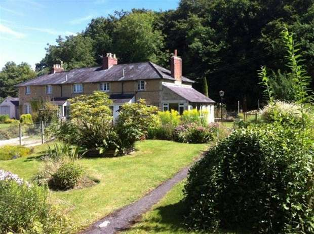 2 Bedrooms Terraced House for sale in Railway Cottages , Kilmersdon, Radstock