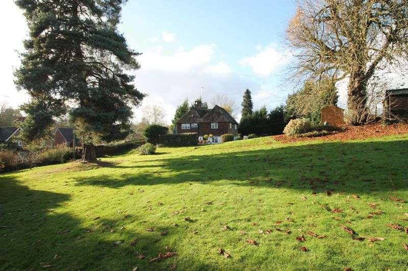 4 Bedrooms Detached House for sale in Station Road, Gomshall