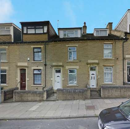 4 Bedrooms Terraced House for sale in Donisthorpe Street, Bradford, West Yorkshire, BD5 7BX
