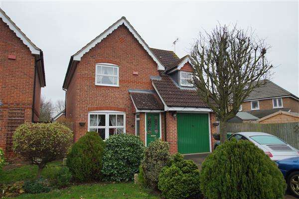 3 Bedrooms Detached House for sale in Nine Acres, Cippenham