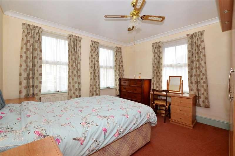4 Bedrooms Detached House for sale in Godinton Road, Ashford, Kent