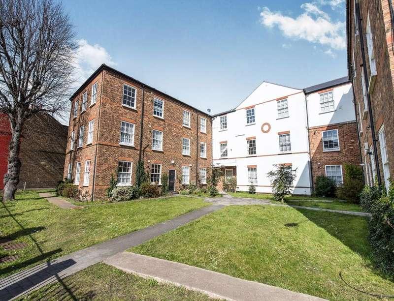 1 Bedroom Flat for sale in Hampton Road, Teddington, TW11