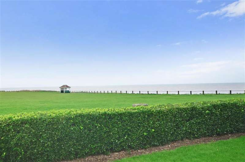 2 Bedrooms Apartment Flat for sale in Cliff Road, Birchington, Kent