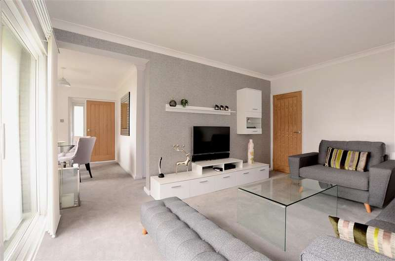 2 Bedrooms Apartment Flat for sale in Marine Drive, Rottingdean, Brighton, East Sussex