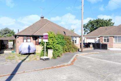 2 Bedrooms Bungalow for sale in Harford Close, North Chingford