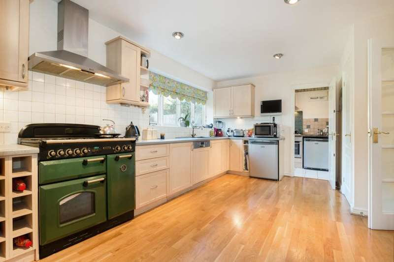 4 Bedrooms Detached House for sale in The Heights, Brighton, East Sussex, BN1