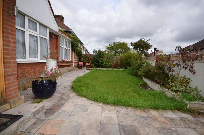 4 Bedrooms Detached Bungalow for sale in Bacon Lane, Edgware, Middlesex, HA8 5AP