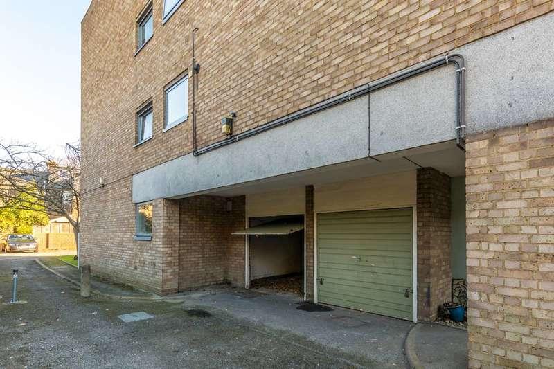 Garages Garage / Parking for sale in Yoakley Road, Stoke Newington, N16