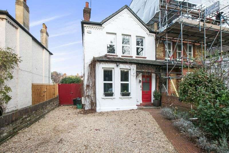 3 Bedrooms Semi Detached House for sale in Ravensbourne Avenue, Bromley BR2