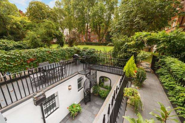 4 Bedrooms Maisonette Flat for sale in Courtfield Road, London, SW7