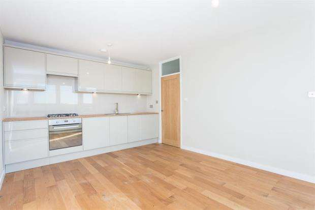 2 Bedrooms Apartment Flat for sale in Lugard House, Bloemfontein Road, Shepherds Bush, W12