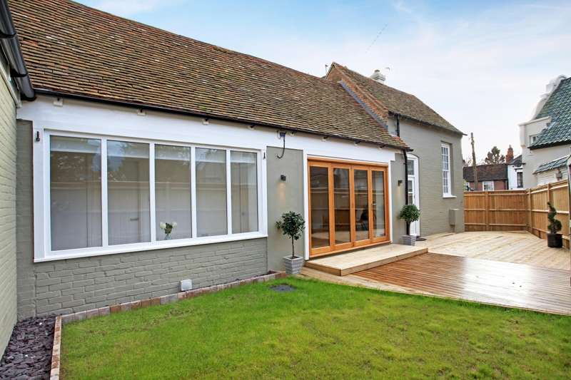 3 Bedrooms Barn Conversion Character Property for rent in 4 Falmouth Arms Stables, Bath Road, Woolhampton, Reading, Berkshire, RG7