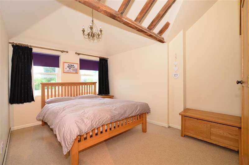 2 Bedrooms Semi Detached House for sale in The Street, Hamstreet, Ashford, Kent
