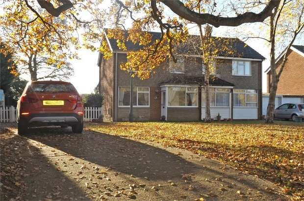 3 Bedrooms Semi Detached House for sale in Farm Close, Lyne, Chertsey, Surrey