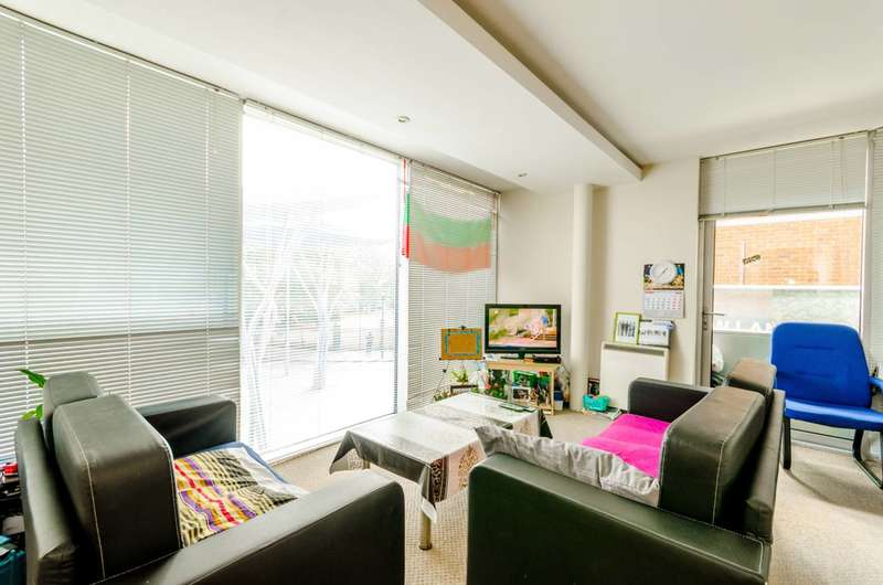 2 Bedrooms Flat for sale in The Q Building, Stratford, E15