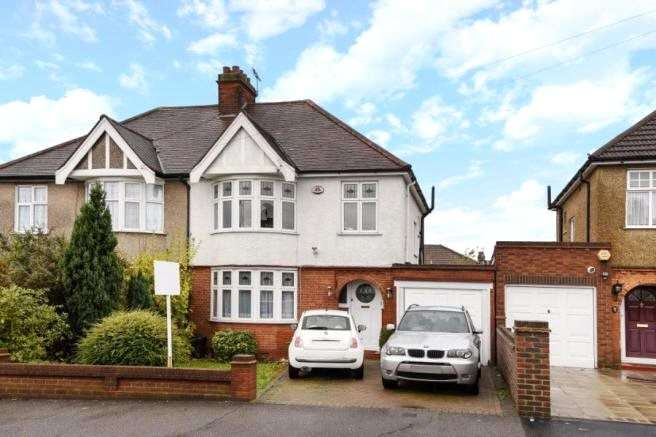 3 Bedrooms Semi Detached House for sale in Broadmead Road, Woodford Green, IG8