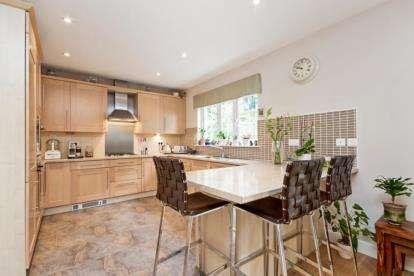 5 Bedrooms Detached House for sale in Torrance Avenue, East Kilbride