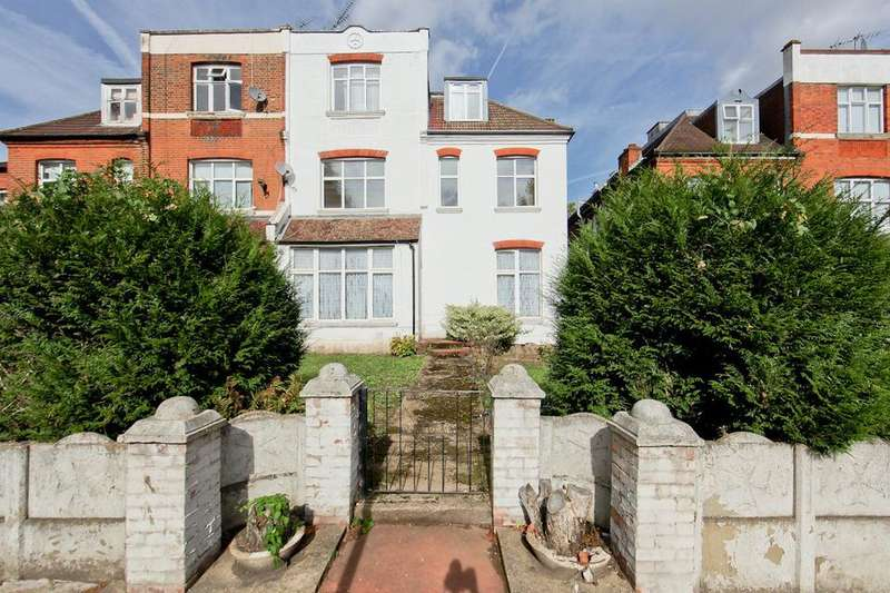 3 Bedrooms Flat for sale in Chatsworth Road, London NW2
