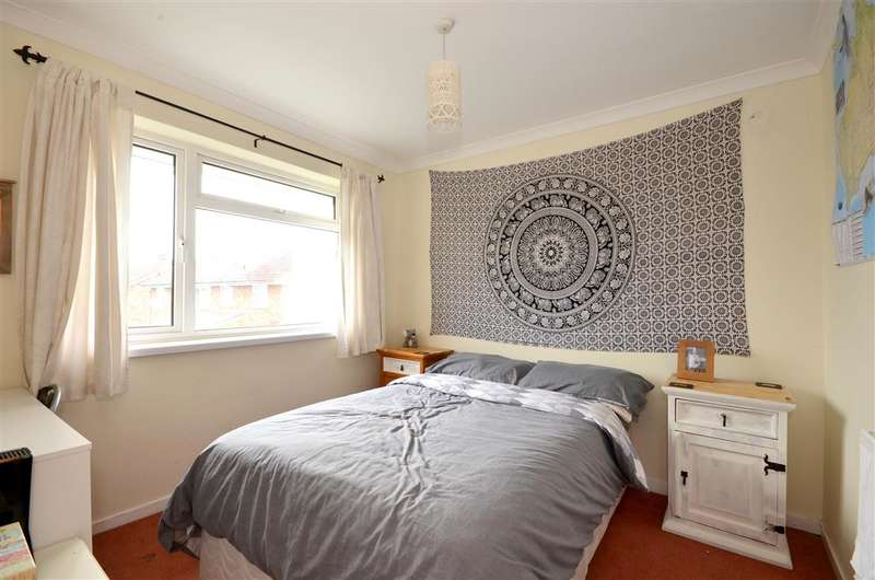 4 Bedrooms Semi Detached House for sale in Montacute Way, Uckfield, East Sussex