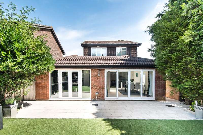 4 Bedrooms Detached House for sale in Morland Close, Hampton. TW12
