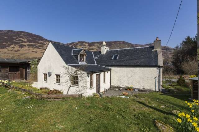 4 Bedrooms Detached House for sale in Upper Ardelve, Kyle, Highland, IV40 8EY