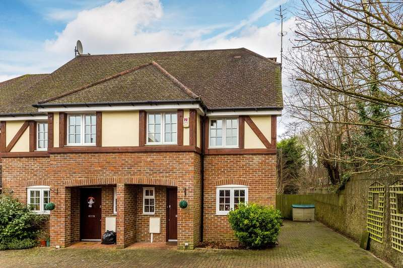 4 Bedrooms End Of Terrace House for sale in Winterbourne Mews, Oxted.