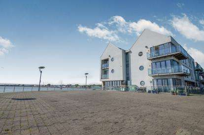 2 Bedrooms Flat for sale in Waterside Marina, Colchester, Essex