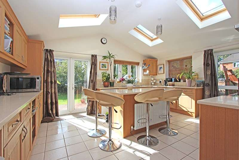 3 Bedrooms Semi Detached House for sale in Fathersfield, Brockenhurst
