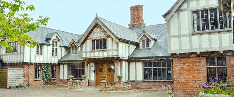 5 Bedrooms Detached House for sale in Puddington Lane, Cheshire
